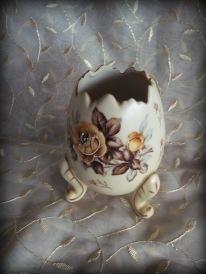 https://www.etsy.com/listing/514049477/napco-porcelain-egg-vase-brown-roses?ref=shop_home_active_8
