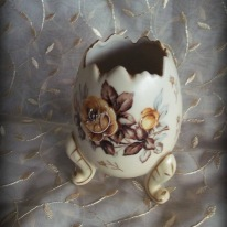 https://www.etsy.com/listing/514049477/napco-porcelain-egg-vase-brown-roses?ref=shop_home_active_8