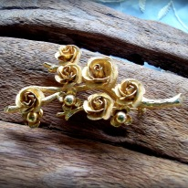 https://www.etsy.com/listing/235464863/reduced-20-vintage-gold-tone-multi-rose?ref=shop_home_active_24