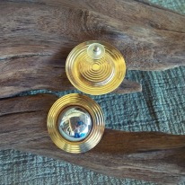 https://www.etsy.com/listing/498846268/vintage-pierced-earrings-convex-discus?ref=shop_home_active_13