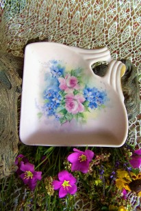 https://www.etsy.com/listing/292833705/hand-painted-ceramic-dish-pink-fan-shape?ref=shop_home_active_31