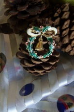 https://www.etsy.com/listing/482766087/vintage-christmas-brooch-gold-tone?ref=shop_home_active_32