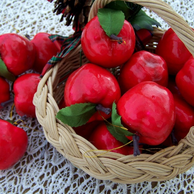 https://www.etsy.com/listing/488599846/beautiful-red-apples-for-fresh-and?ref=shop_home_active_3