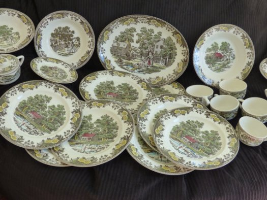 https://www.etsy.com/listing/486338377/21-piece-fairoaks-by-royal-china-inc?ref=shop_home_active_52
